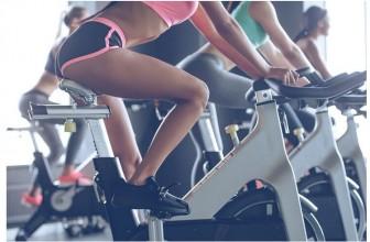 Vélo stationnaire en salle de sport : 3 choses à réunir pour obtenir une bonne séance d'entraînement